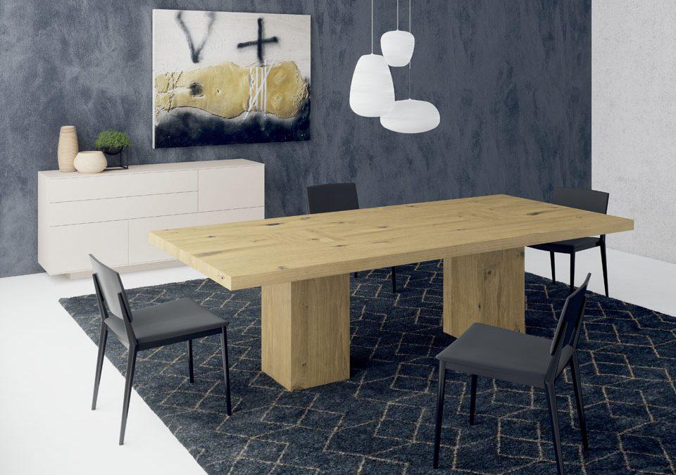 Elegante mesa maciza
